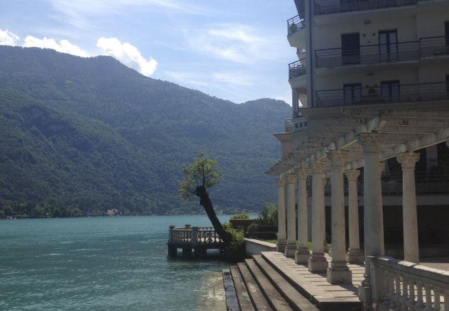 Apartment in Duingt - LES LIBELLULES - LOFT posé sur le lac
