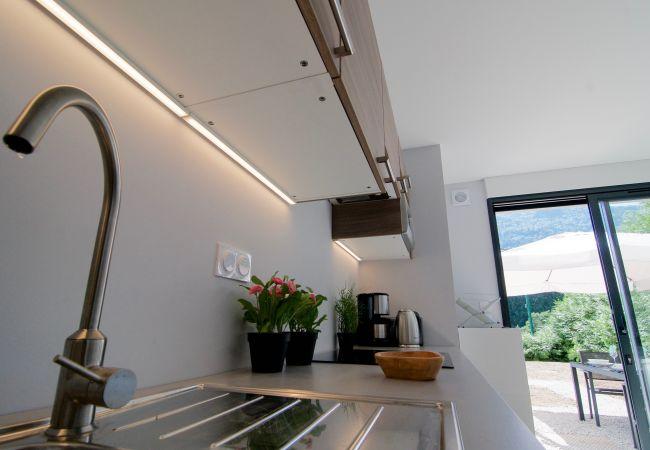 Studio in Bluffy - BLUFFY STUDIO tout équipé en rez de jardin